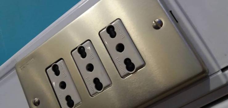 Consejos para mantenernos seguros al usar electricidad en nuestro hogar